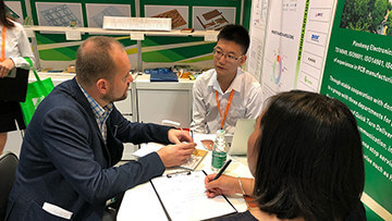 Discussion at HK electronics fair